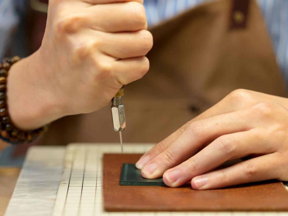 皮件縫製  精細作工  職志練就技藝