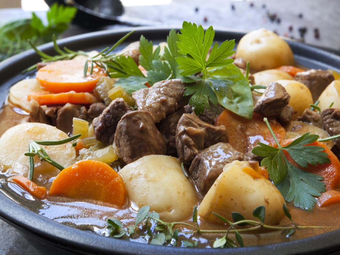 不怕胖馬鈴薯吃法!快速剝皮、避免澱粉質、發芽... 這樣燉肉做沙拉超好吃!