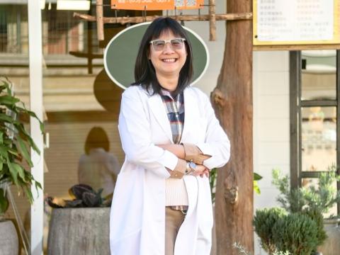 女醫體貼守護 細膩溫暖協助 練穎霜醫師運用非荷爾蒙療法 幫助女性戰勝更年期挑戰