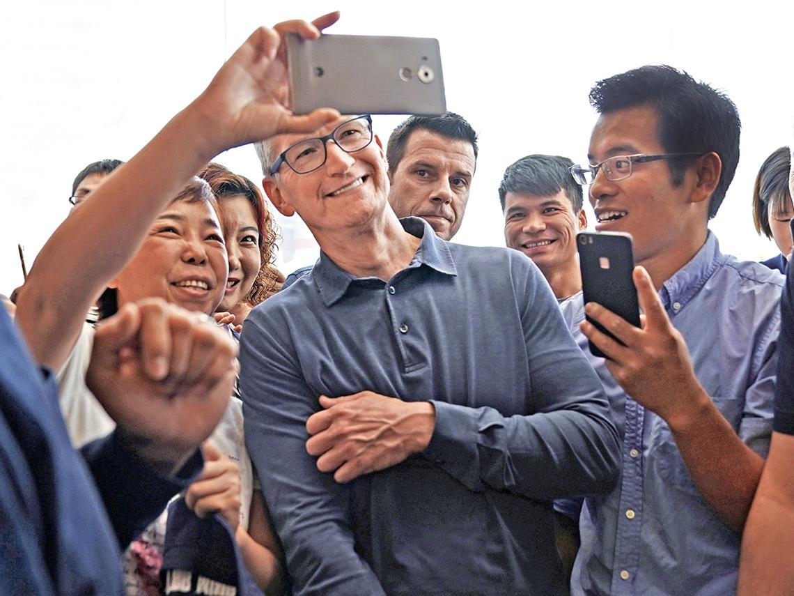 iPhone銷售崩落 庫克在中國面臨兩大麻煩