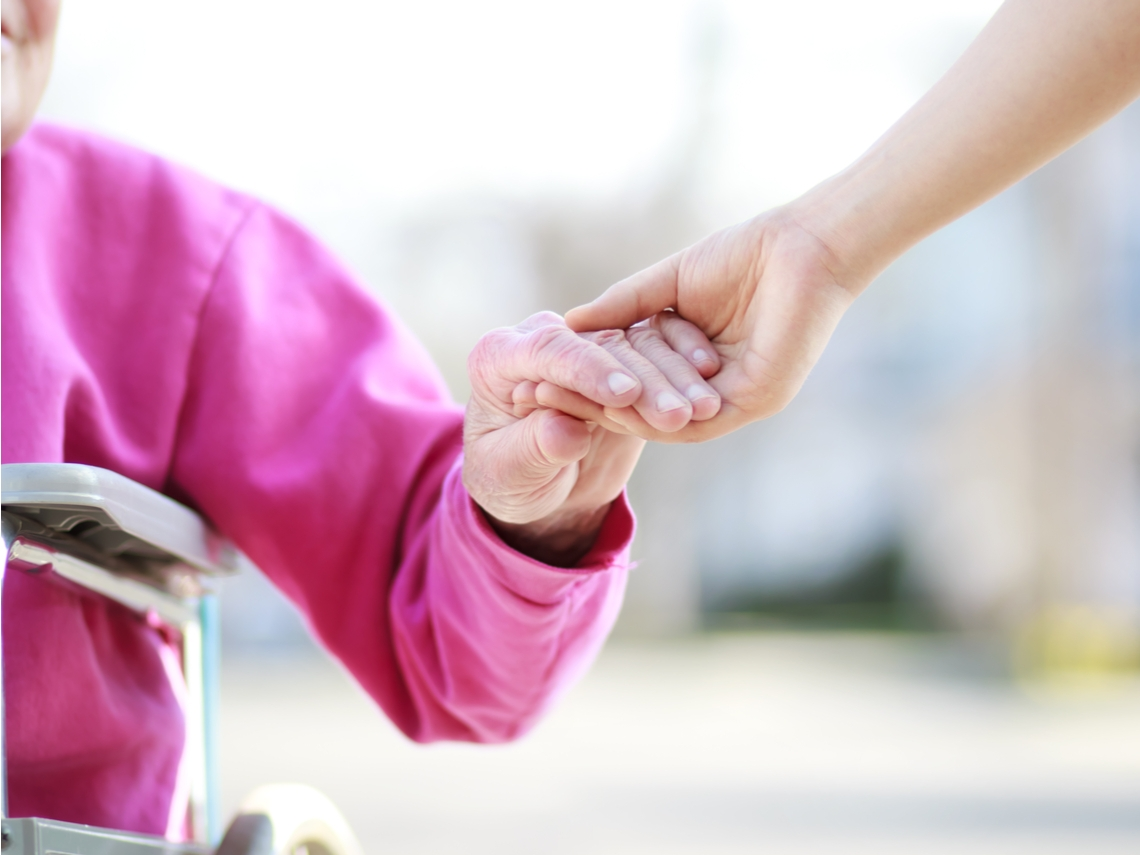 年輕人投入長照第一線!把對奶奶的愛,轉為對其他長輩的照顧