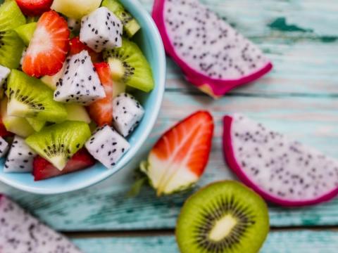 夏季必吃!飯後多吃這4種水果,不只補血,還能清腸道、改善便秘