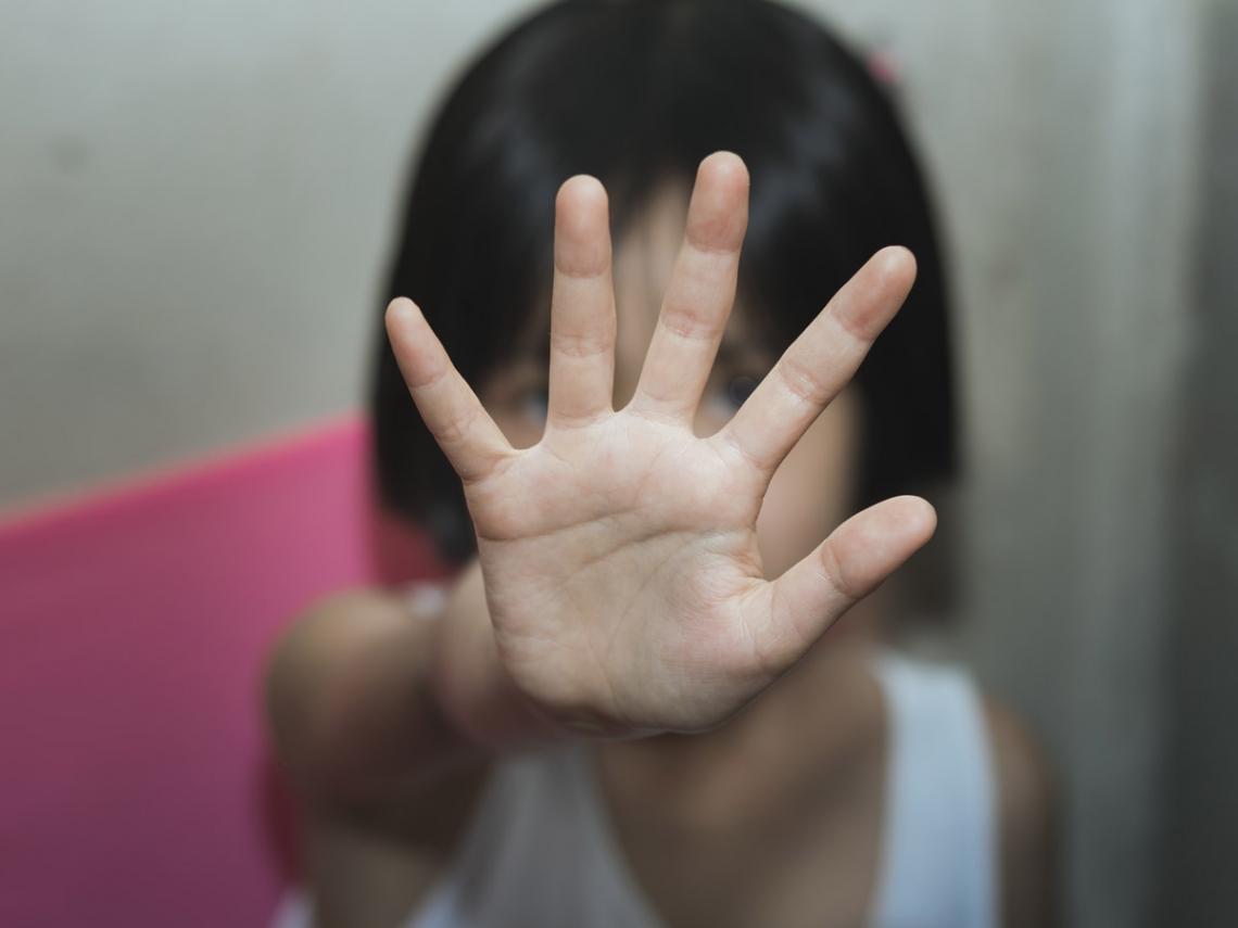如果讓孩子相信侮辱他,是為了他好...在暴力下成長的「危險心靈」