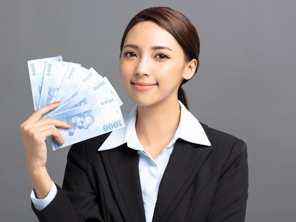 薪水好低怎麼存錢?月光小資女靠這6招存到100萬!
