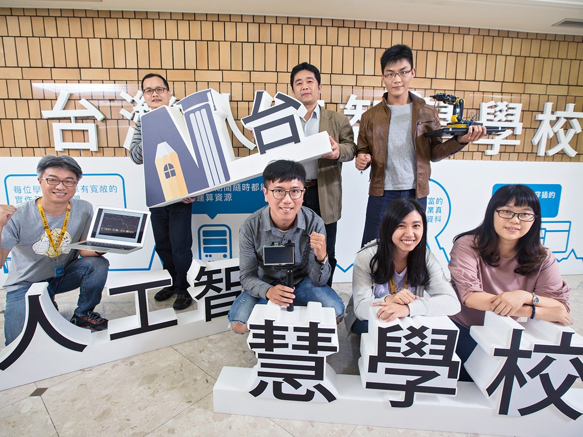 台灣產業轉型不能拖 AI學校師生超衝