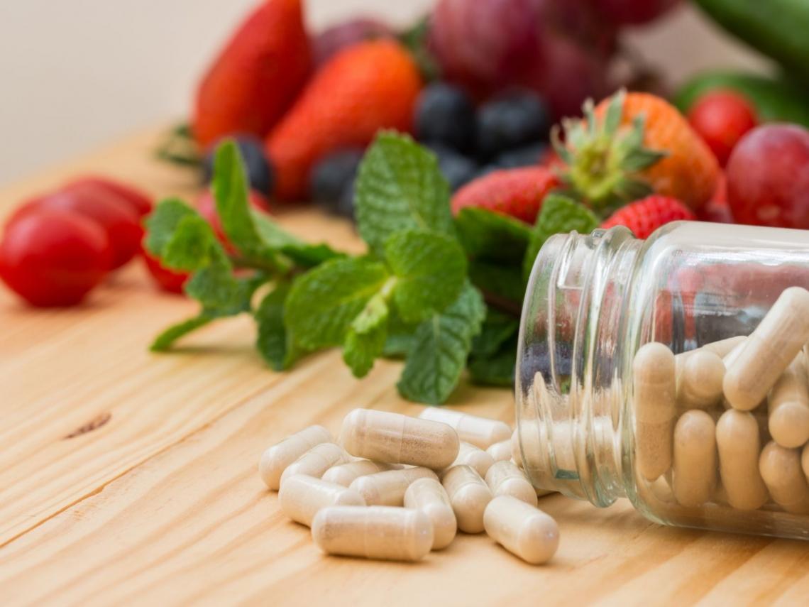 維他命、保健食品怎麼吃?醫師:這些時間點服用,安定神經、穩定睡眠品質最有效