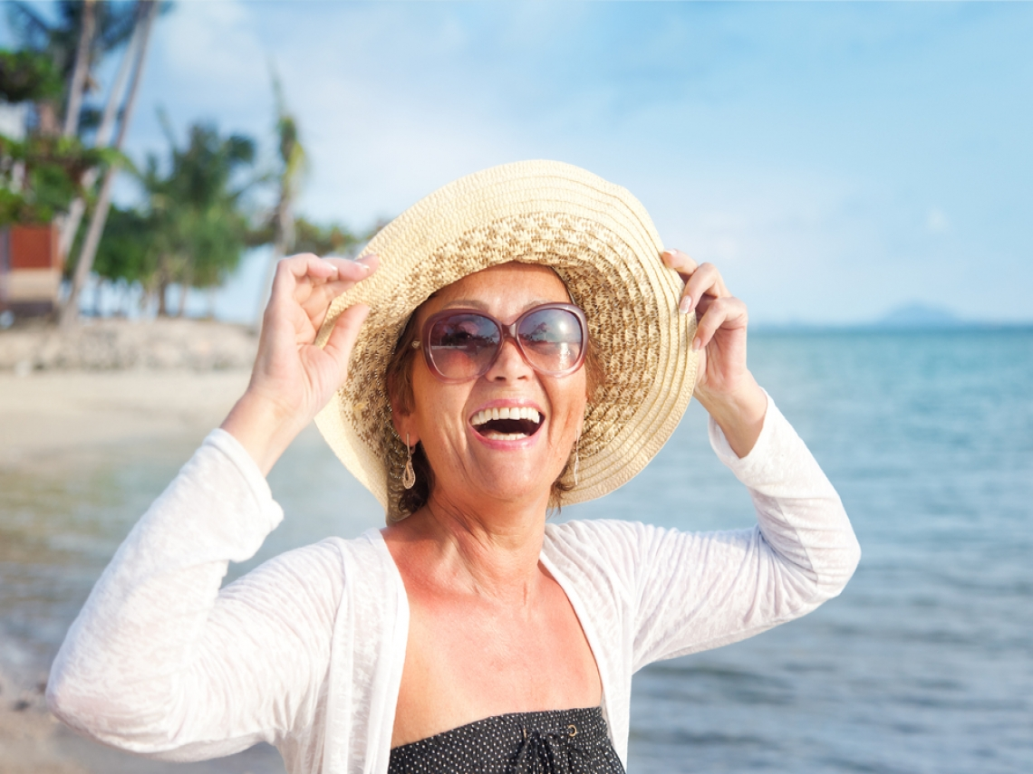 媽媽退休人生超精彩!寫得一手好書法,跟女兒環遊歐美,還獲頒教育獎!
