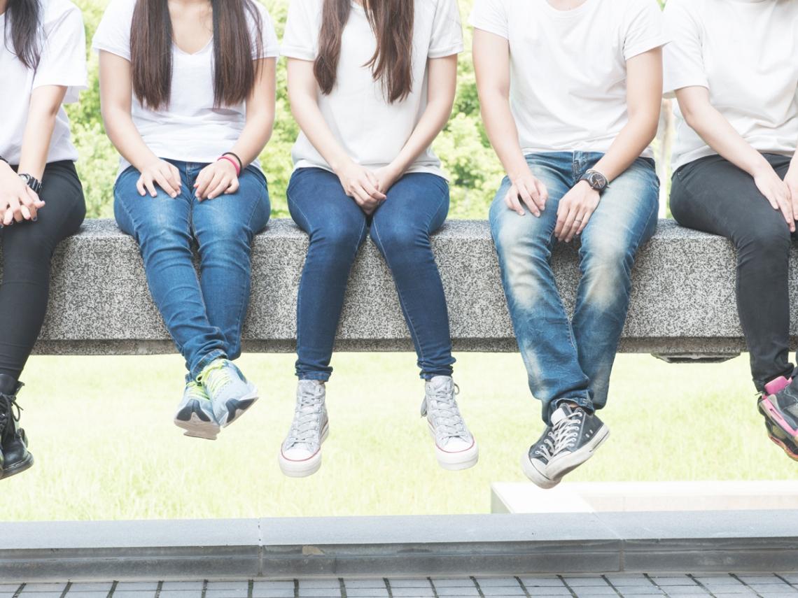 父母離異、隔代教養...老師的溫暖,叫醒課堂上睡不停的孩子