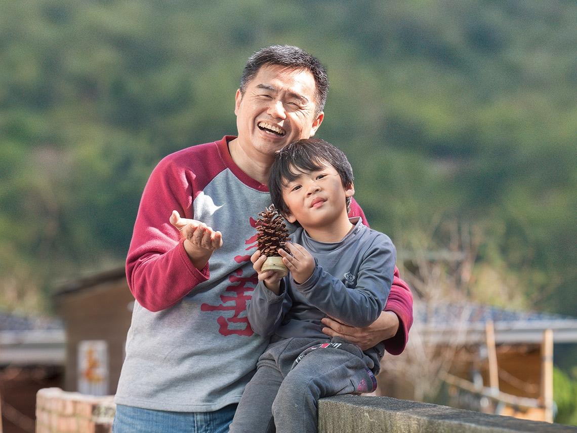 至善基金會執行長 「孩子王」洪智杰 暖心駐部落 傳愛千位偏鄉兒