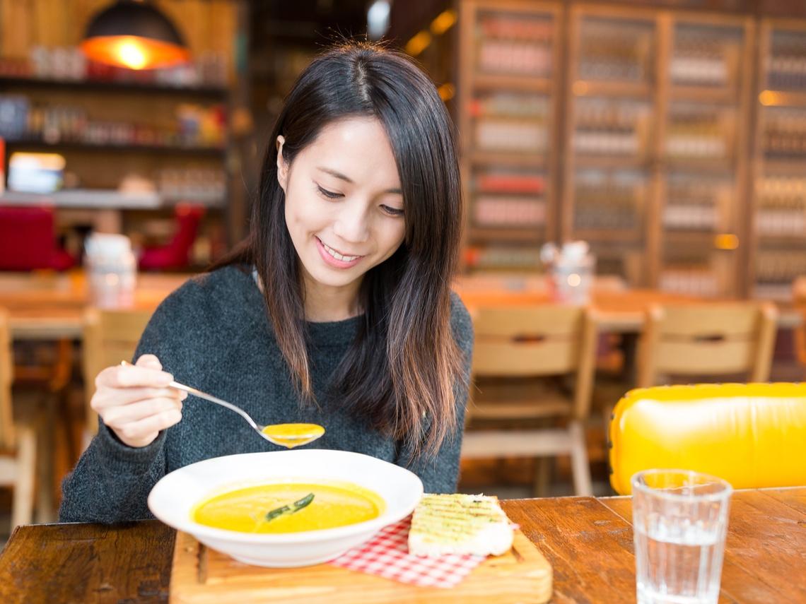 先喝湯還是先吃菜?不挨餓也能瘦,進食順序是關鍵