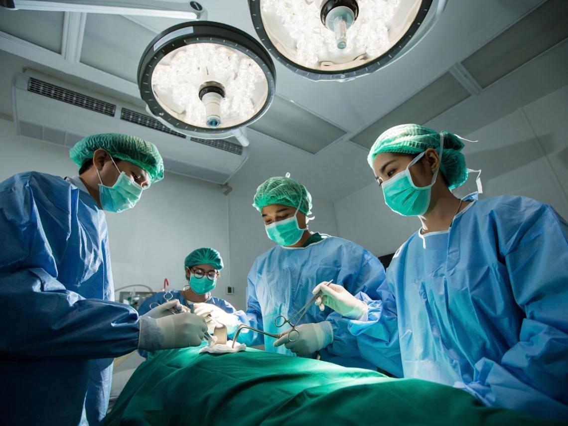 台灣每11天操死一名勞工,醫師:過勞死的人不能說話,活下來的要替他們發聲