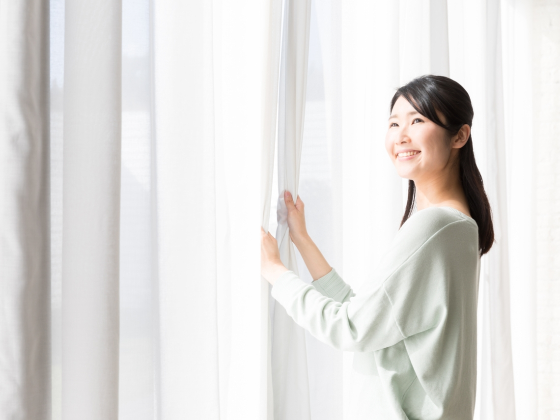 曬太陽產生維他命D,促進鈣質吸收!在室內隔著玻璃曬也可以嗎?