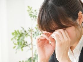 眼皮跳不停,是中風?減少食用酒精、咖啡因、使用3C和熱敷放鬆舒緩好有效