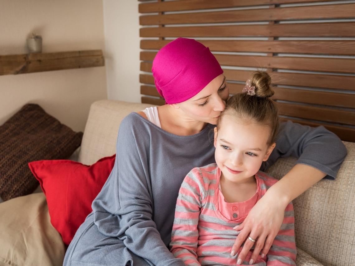 35歲得腦瘤、隔年發現乳癌  抗癌媽媽:女兒說「媽媽是最美光頭」,我要撐下去!