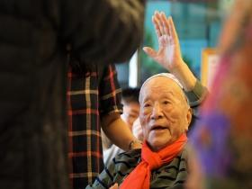中風出鬼門關後開始畫畫!現在他90歲,舉辦人生第一場畫展