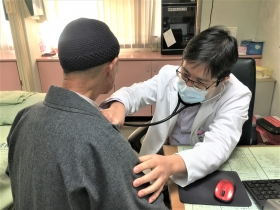 出家師父罹肺癌想放棄 標靶治療維持生活品質