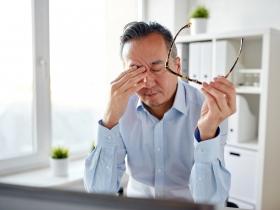 拯救流眼油、老花眼和乾眼症!名中醫大推「明目四君子」祕技改善