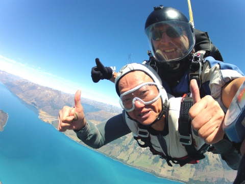 罹癌治癒後,人生開始「耍賴」!葉金川一路追夢,高空跳傘、冰川獨木舟都敢玩