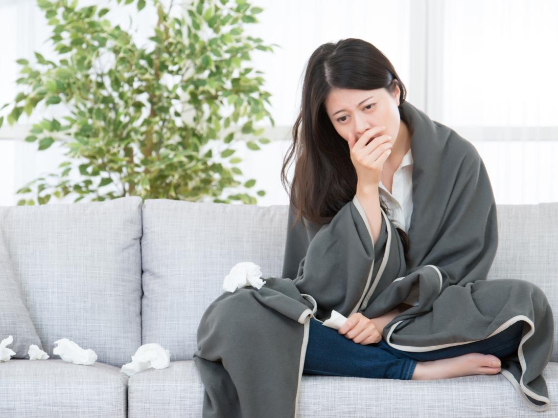 咳嗽喝蜂蜜水能止咳?按「這2個穴位」緩解夜間咳嗽、止咳化痰