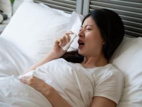 半夜咳嗽並非過敏,而是胃食道逆流? 醫師2招改善疾病,提升睡眠品質