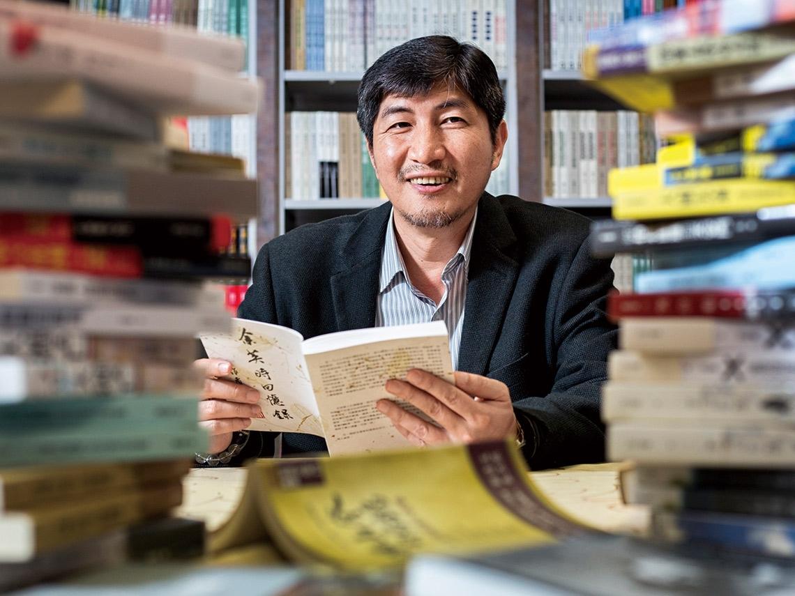 從編輯做到發行人!55歲愛書人廖志峰 不怕出版冷門書