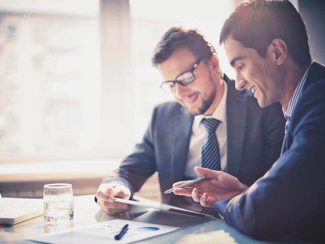 做業務永遠保持「我想幫上忙」的心態,就可營造出讓客戶想聽你說的氣氛