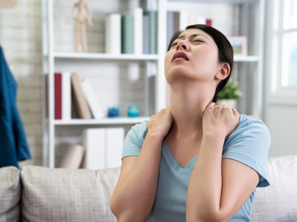 改善五十肩、肌肉痠痛 中醫針灸推拿與西醫復健有效