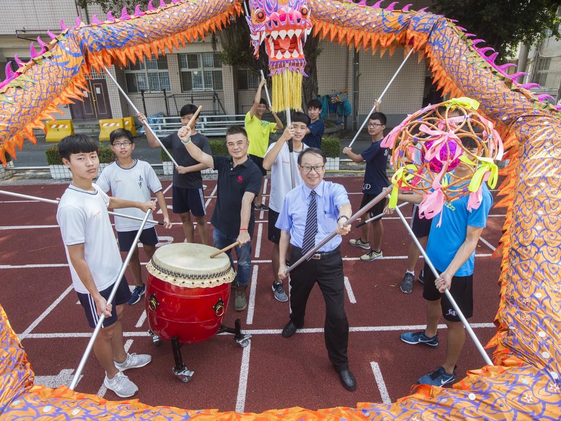 鄉下學校搞出40個社團 學生舞龍舞到上國立大學