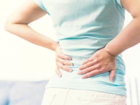 「背痛」可能是肺癌?呼吸短促、頭痛、咳嗽、體重減輕...8大症狀常被忽略,再不注意恐是癌末