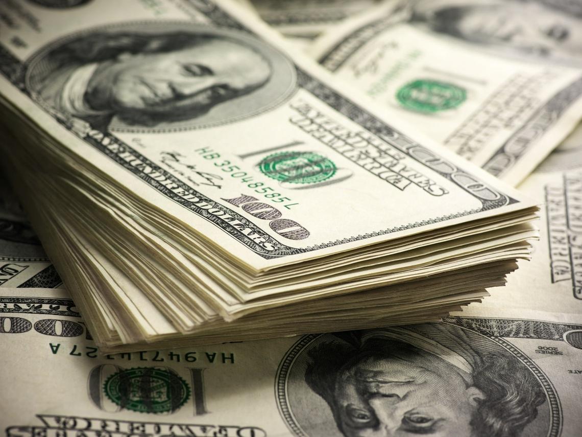 新台幣跟著人民幣一路貶 要轉買美元嗎?