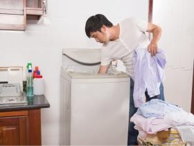 他休假「順手」做家事!網友淚嘆:「別人的老公總是不會讓我失望」