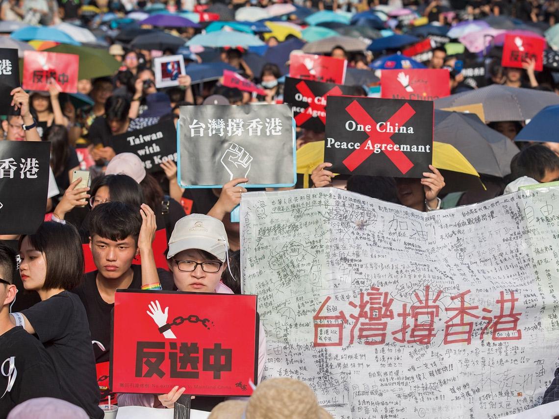 撐不住香港 連鎖效應逃不了 台人須面對的隱憂