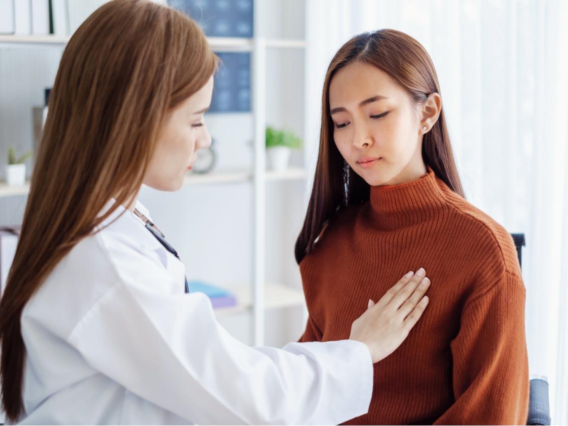 乳房有硬塊就是乳癌?預防乳癌必吃薑黃、番茄10種食物