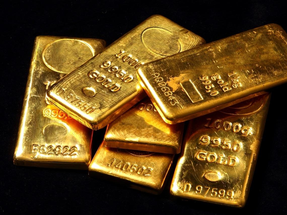 美元重貶、國際情勢緊張!金價High漲6年新高 投資人該不該買?