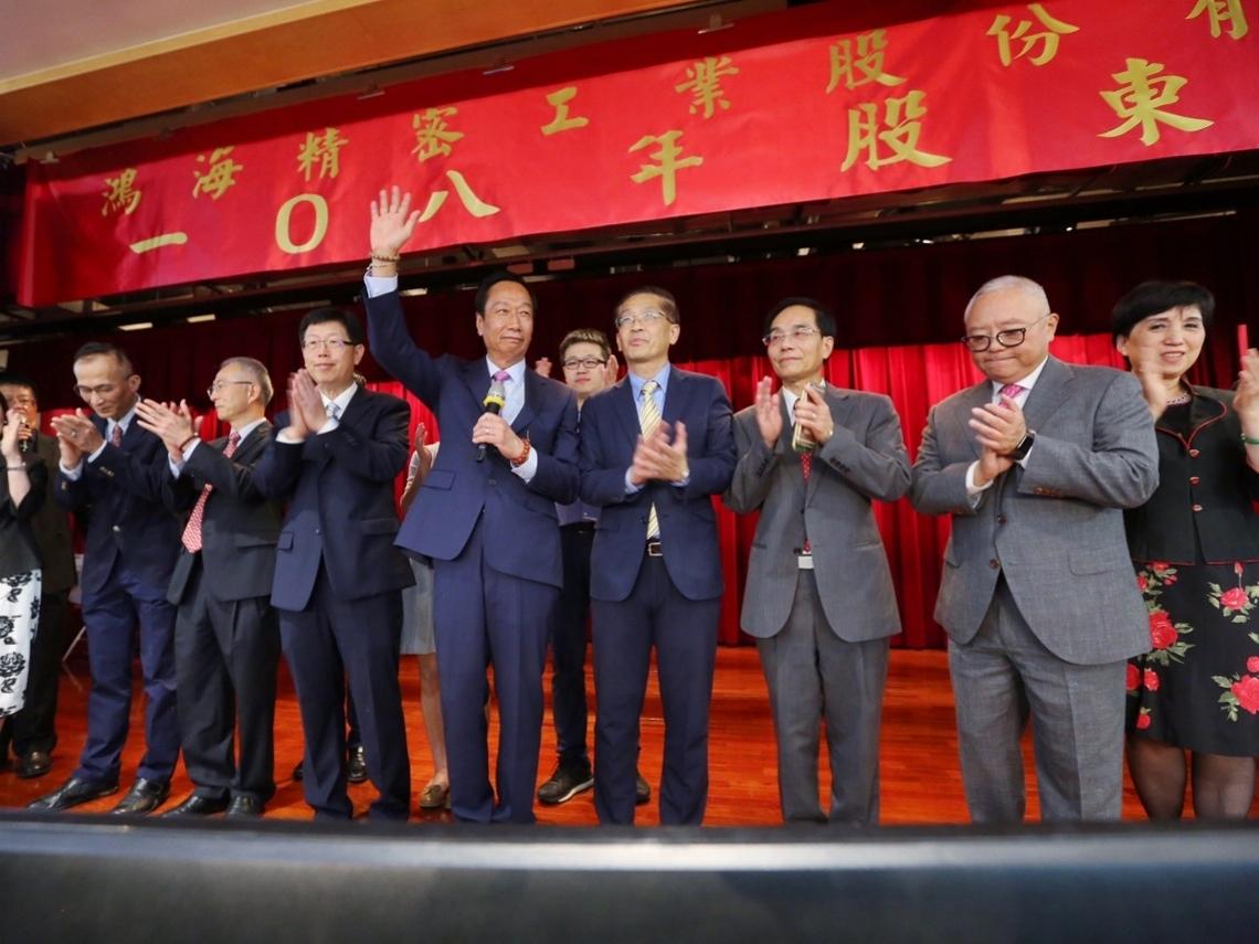 鴻海新任董事長劉揚偉專訪 談郭董:是威武不能屈的大丈夫