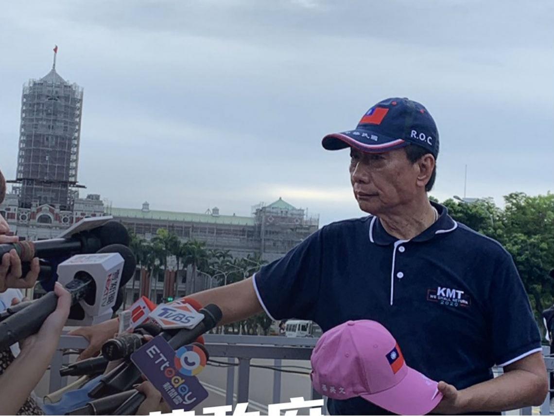想戴國旗帽與川普同框...劉仕傑:當郭台銘變郭總統,川普還會見他嗎?