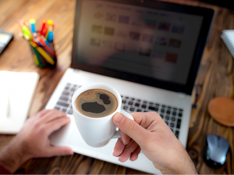 每天一杯咖啡,退休少3千萬?害你無法退休,比「省一杯咖啡錢」更大的金錢漏洞是它