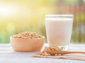 補充鈣質、天然雌激素!更年期吃這些食物,護心防骨鬆