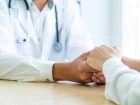喜樂的心是良藥!他順利對抗食道癌 醫師:50歲後風險高,注意6大症狀