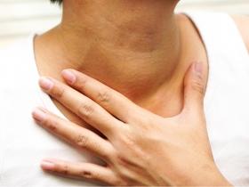 脖子出現莫名腫塊,診斷後竟是第四期口腔癌!醫師:出現以下症狀請盡快就醫檢查。
