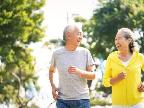 人過中年,如何能讓第二人生過得好?豁達接受「自己變老」,下半場就能接續精彩