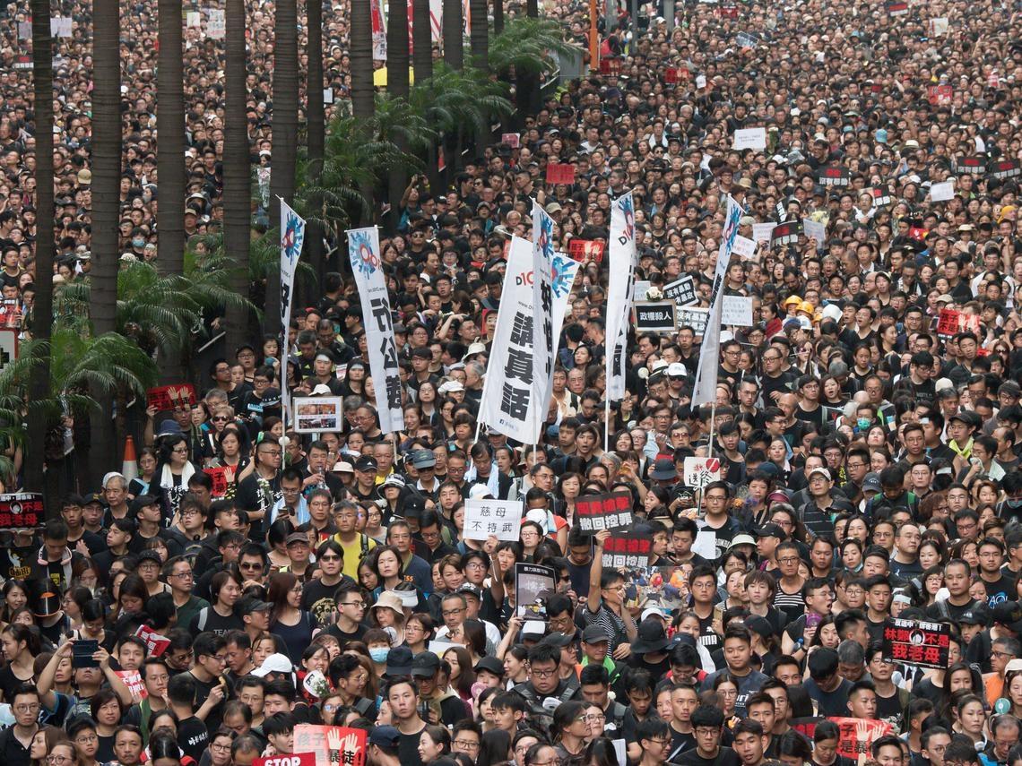 雪崩時沒有一片雪花是無辜的!香港大罷工,中國網友怎麼看?多年前人民日報著名社論重新流行