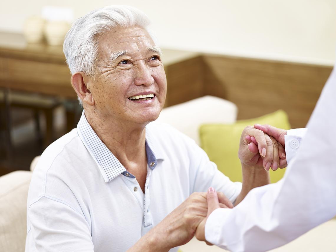 別只留一口氣回家!他62歲罹肝癌,靠居家安寧走得更無牽掛