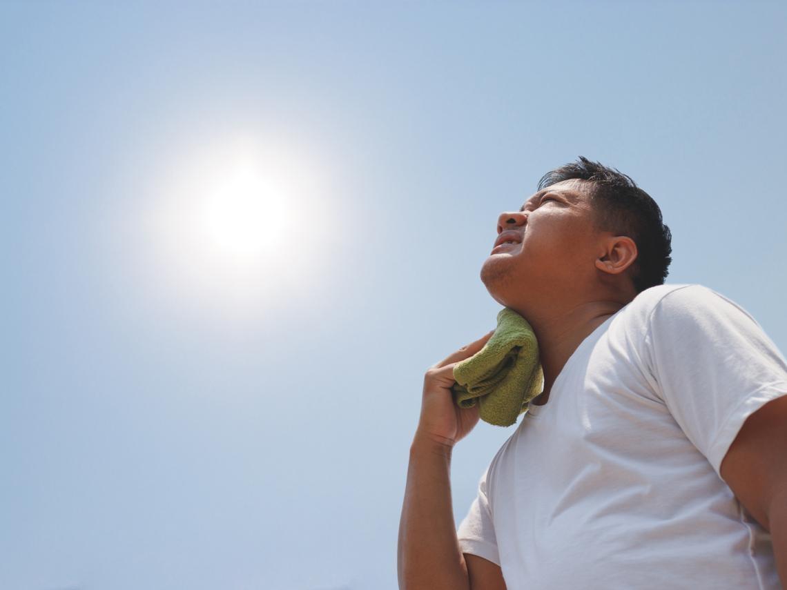 中暑發燒、頭痛、拉肚子怎麼辦?醫師:3招解除、預防熱衰竭,這樣處理最有用!