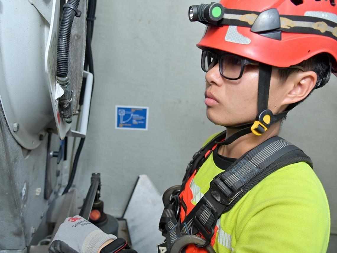 每天爬23層樓高、忍受40度高溫 台灣第一位風機維修女技師「只希望台灣更好」!