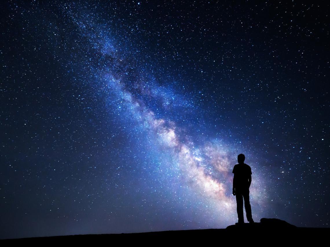 你才是宇宙的中心與光源,一切都因你而光明!
