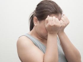 59歲婦人眼睛破洞...不處理恐失明!醫師:出現這些症狀,趕快就醫不要拖!