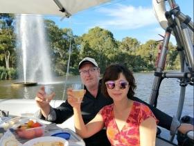 40多歲找到真愛、放棄高薪遠嫁澳洲!開旅行社、自種蔬果也漫步沙灘,樂活第二人生