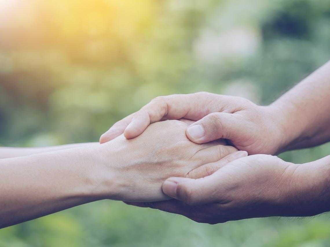 為了照顧長輩起衝突怎麼辦?家總:召開家庭會議、善用長照2.0資源