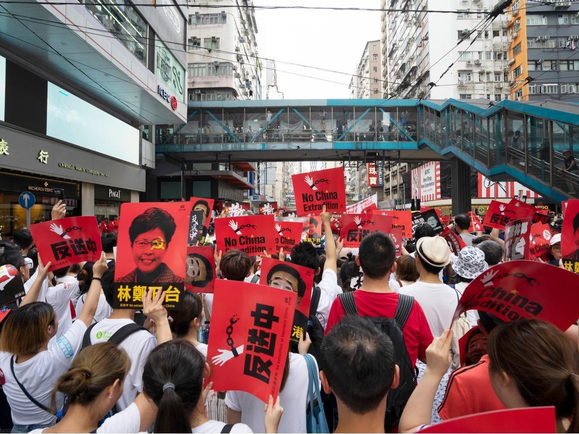不顧警方警告,香港反送中集會已開始,今恐釀最暴力抗爭...何韻詩下落曝光